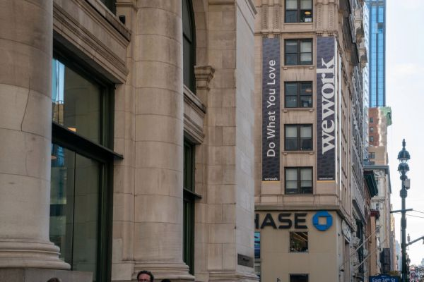 WeWork's chairman says it expects to have positive cash flow in 2021 – TechCrunch